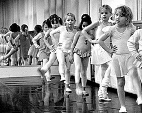 ballet_class_at_oude_school_peter_voerman.jpg